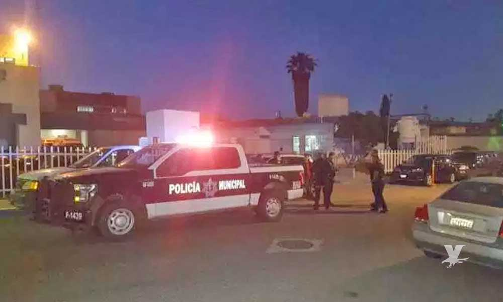 Policía Municipal de Rosarito es atacados a balazos, un muerto
