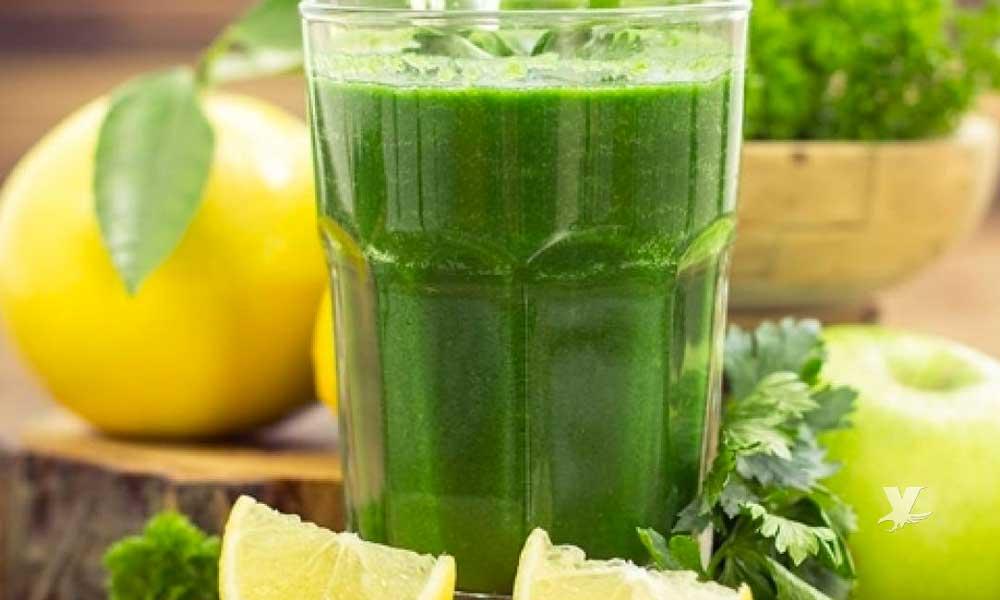 Toma este jugo conocido como 'Bomba Verde' para bajar de peso en 15 días