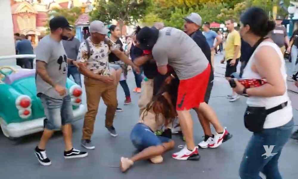 (VIDEO) Familias afroamericanas pelean dentro de las instalaciones de Disneyland