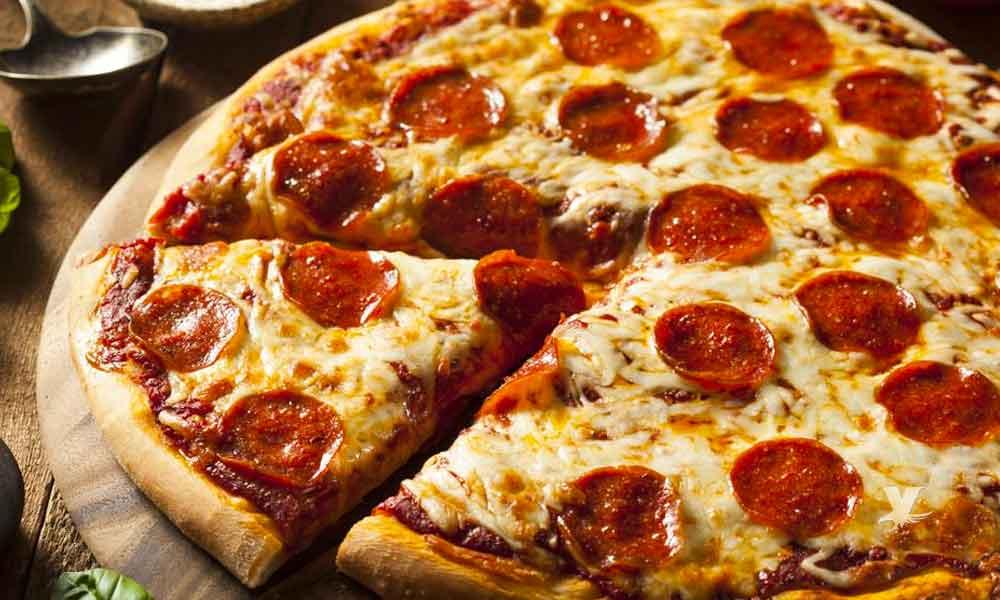 Compañía paga 120 mil pesos al mes a personas que coman sólo pizza y pasta