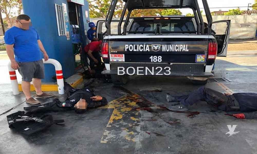 (VIDEO) Policías Municipales son emboscados por comando armado mientras cargan gasolina