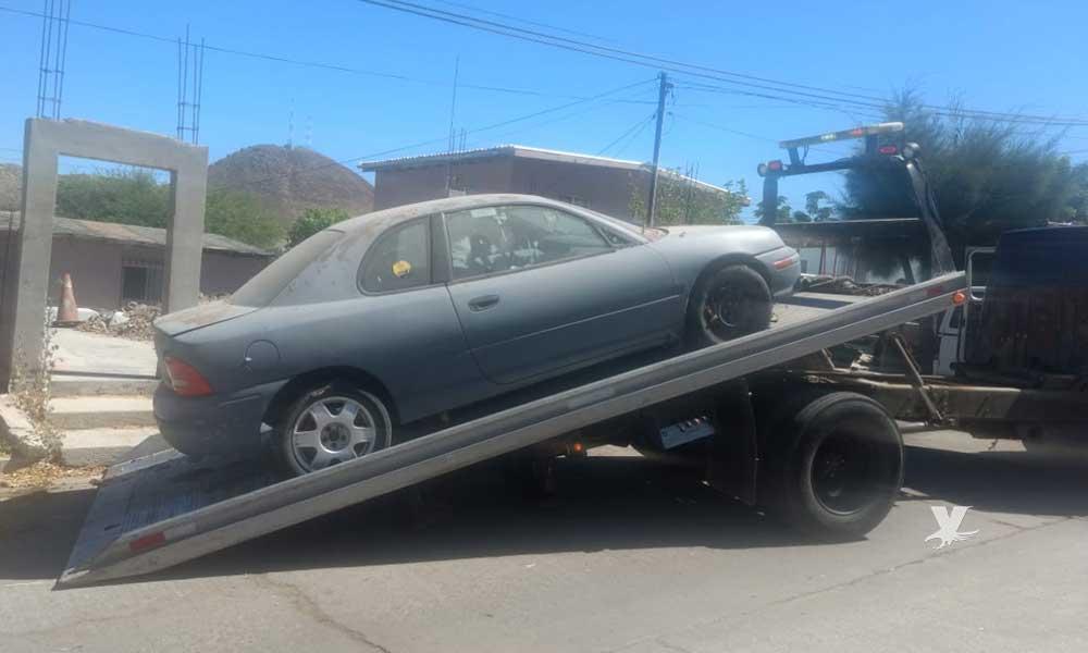 Continúan trabajos de notificación y de remolque de vehículos abandonados