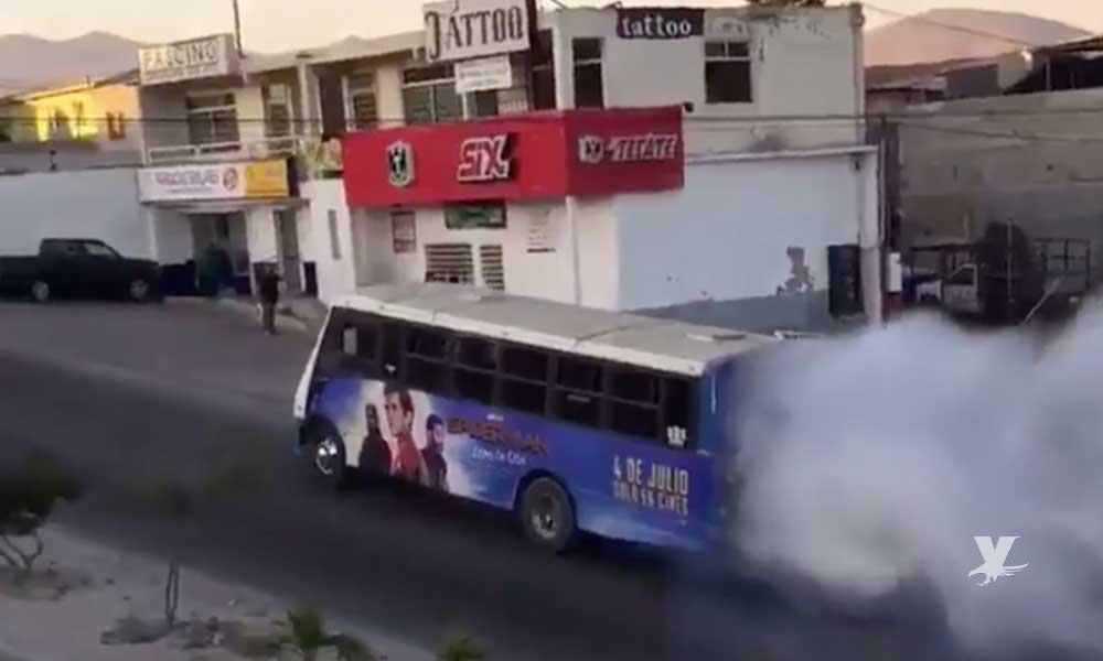 (VIDEO) Jóvenes graban en Tijuana transporte público contaminando con gran cantidad de humo