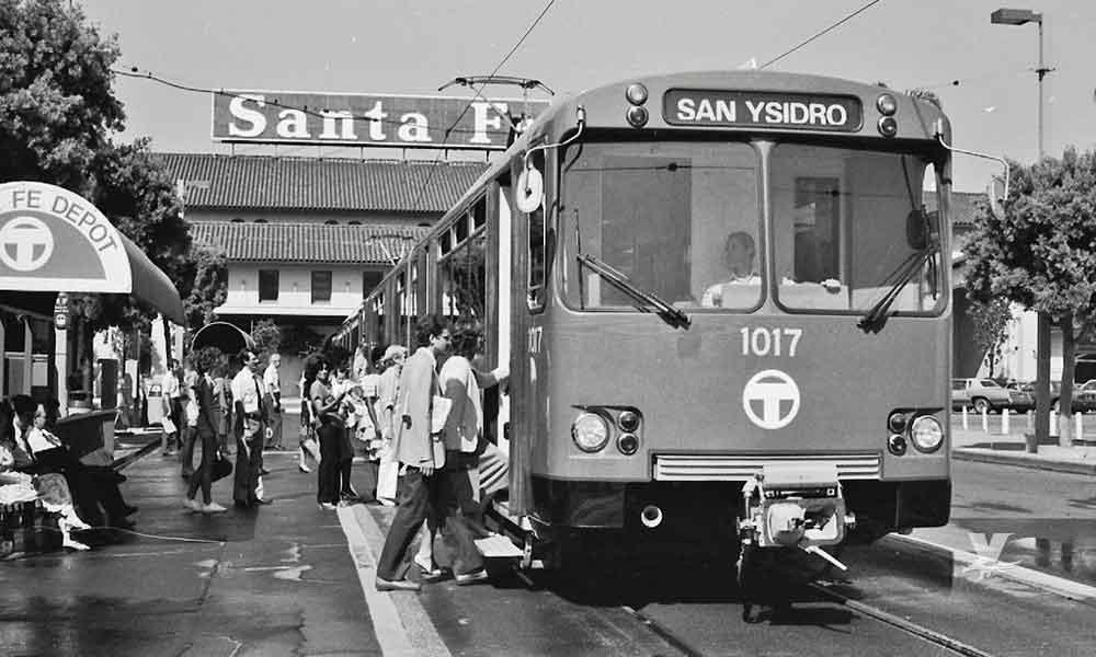MTS pone en circulación vagón del primer trolley de San Diego del año 1981