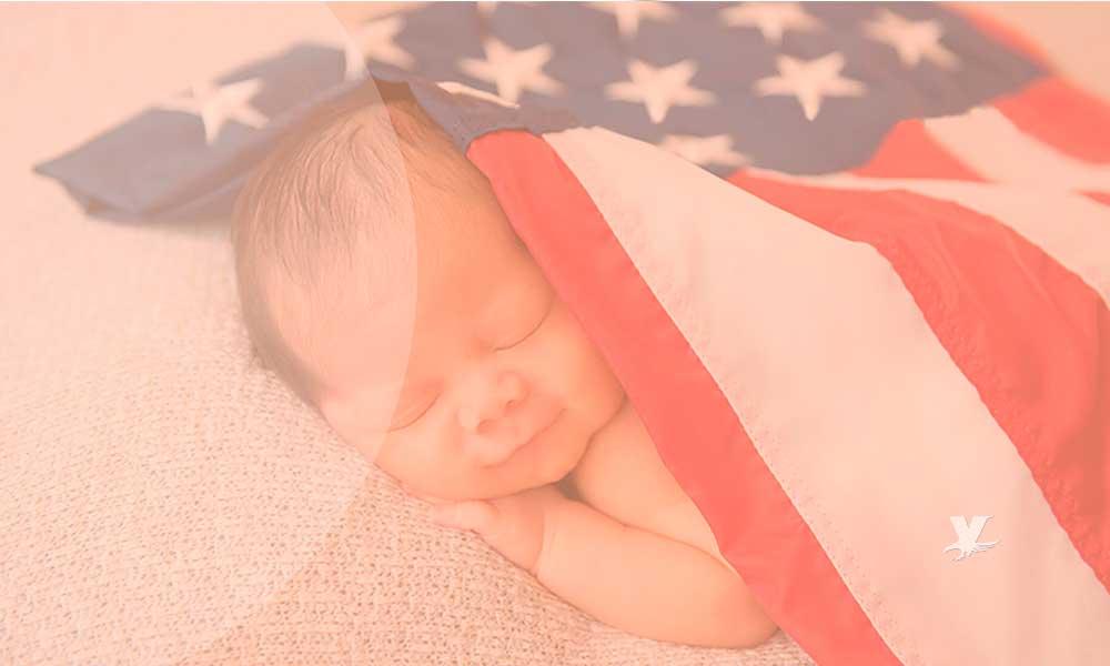 Trump busca poner fin al derecho a la nacionalidad de niños nacidos en EU