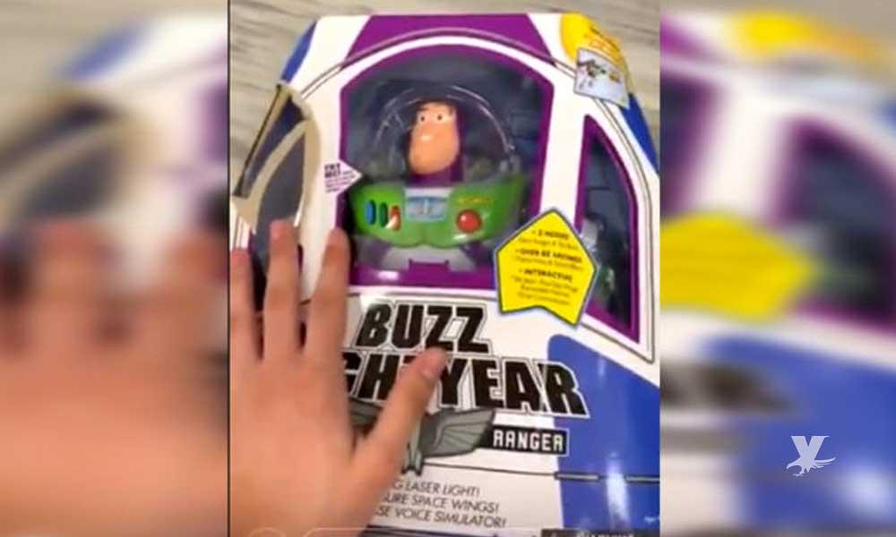 (VIDEO) Buzz Lightyear se mueve al interior de su caja en una juguetería