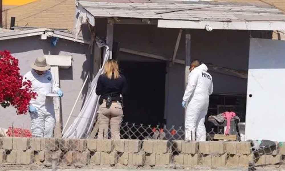 Hombre es acribillado en el patio de su casa en la calle Tecate