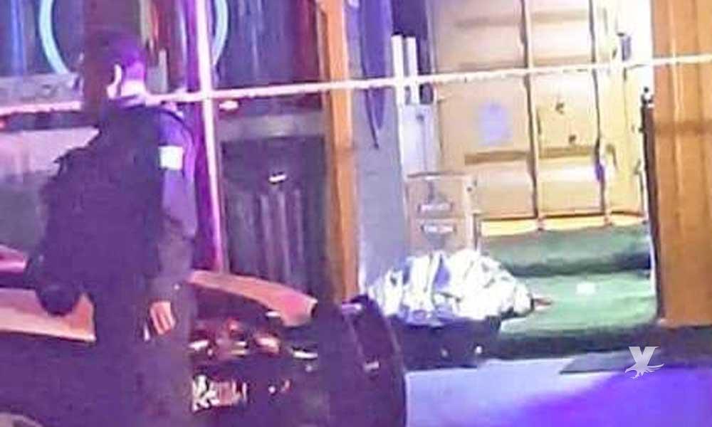(VIDEO) Acribillan a policía que vigilaba la entrada del bar LeConteiner en Tijuana