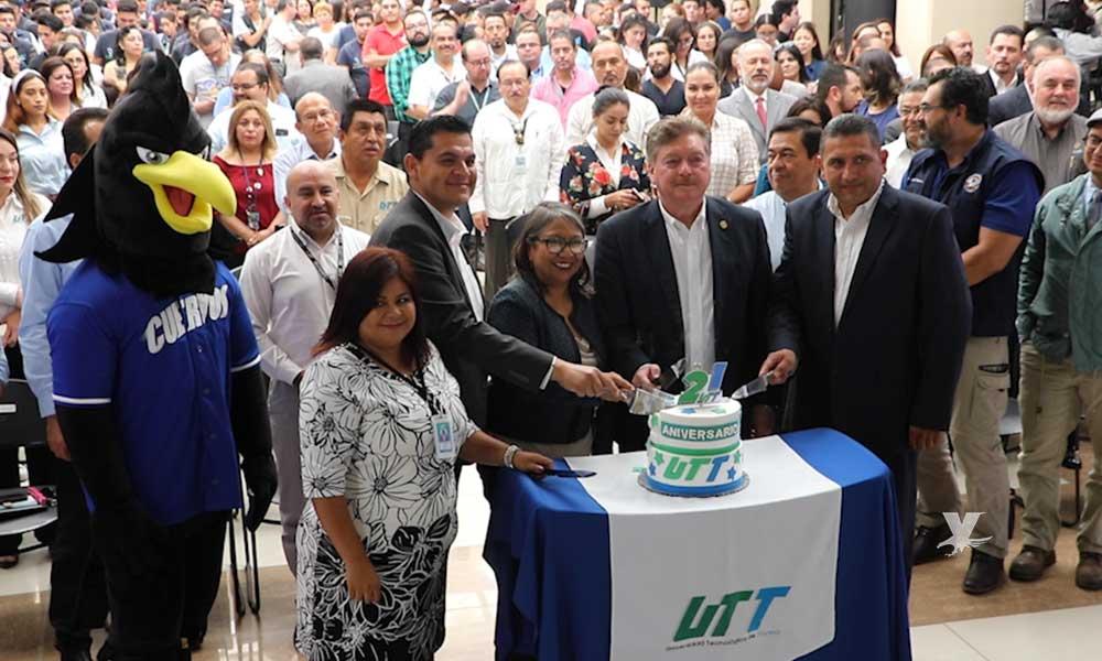 Celebra UTT su 21 aniversario con reconocimientos a personal docente