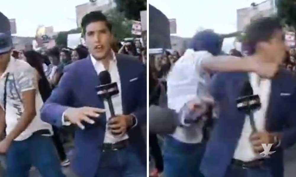 """(VIDEO) Agreden a reportero de ADN40 en marcha """"pacifista"""" donde exigían justicia por violación a una menor"""