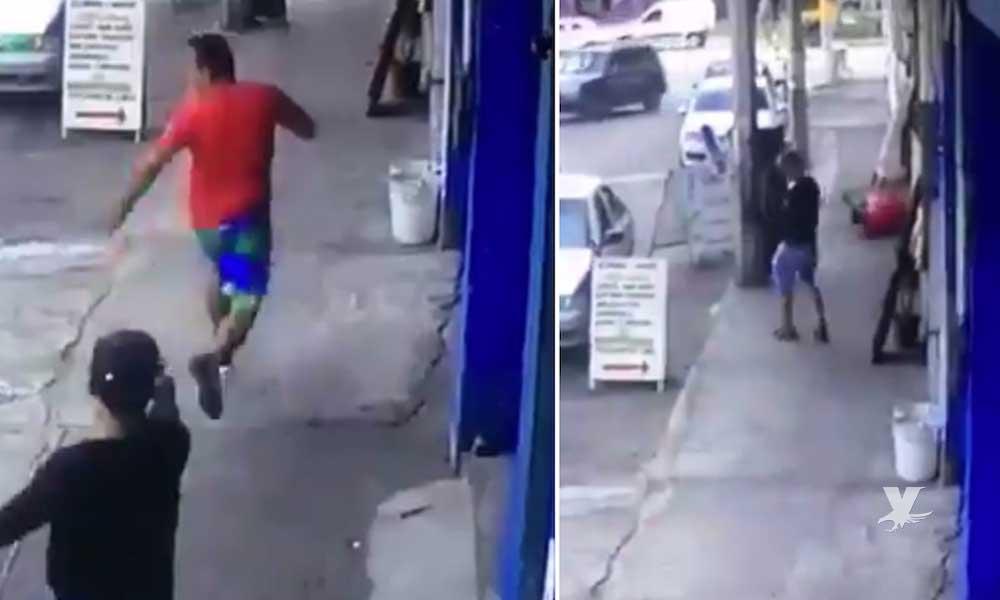 (VIDEO) Sicarios siguen y asesinan a su víctima en calles de Acapulco