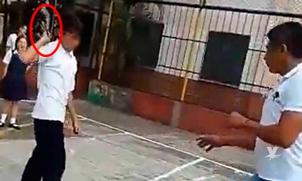 (VIDEO) Alumno ataca con cuchillo a un maestro