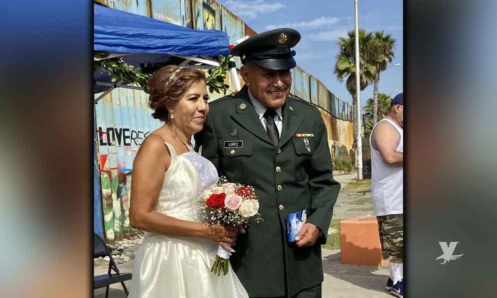 Veterano deportado se casa frente al muro fronterizo entre San Diego y Tijuana