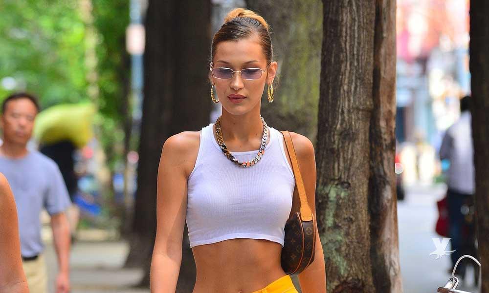 (FOTO) Bella Hadid desfila por calles de Londres en ropa transparente