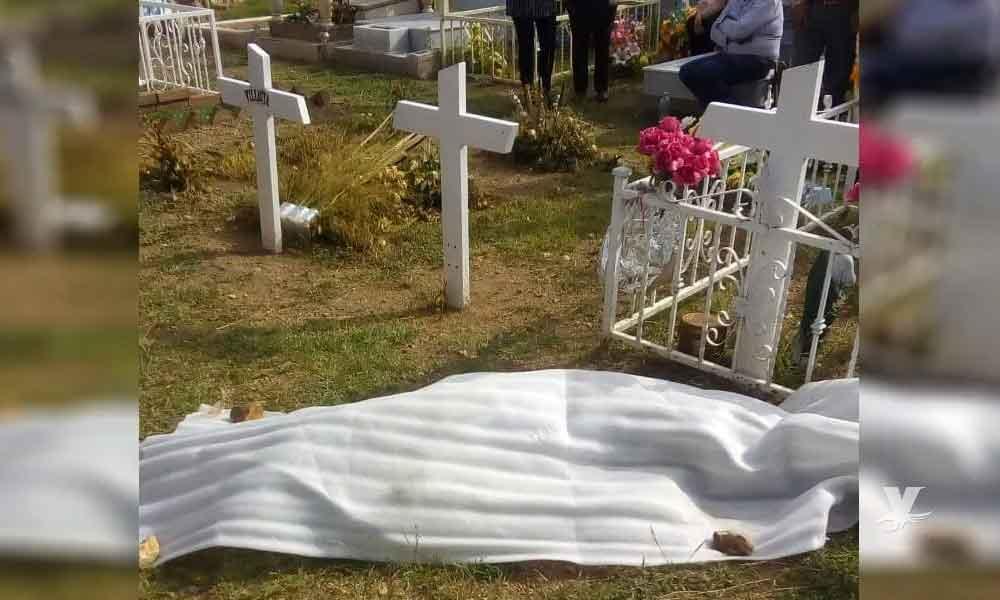 Mujer se suicida con disparo en la cabeza frente a la tumba de su hijo en Tijuana