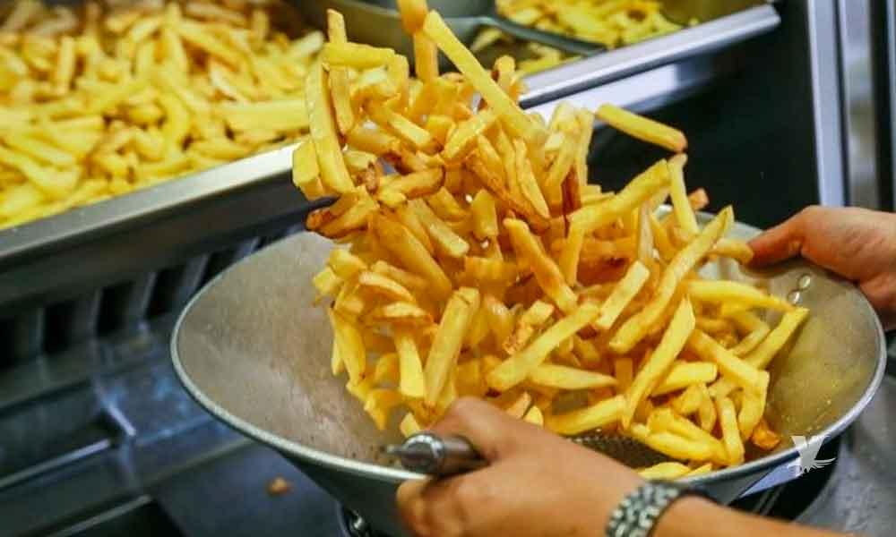 Adolescente pierde la vista por alimentarse solo de papas fritas