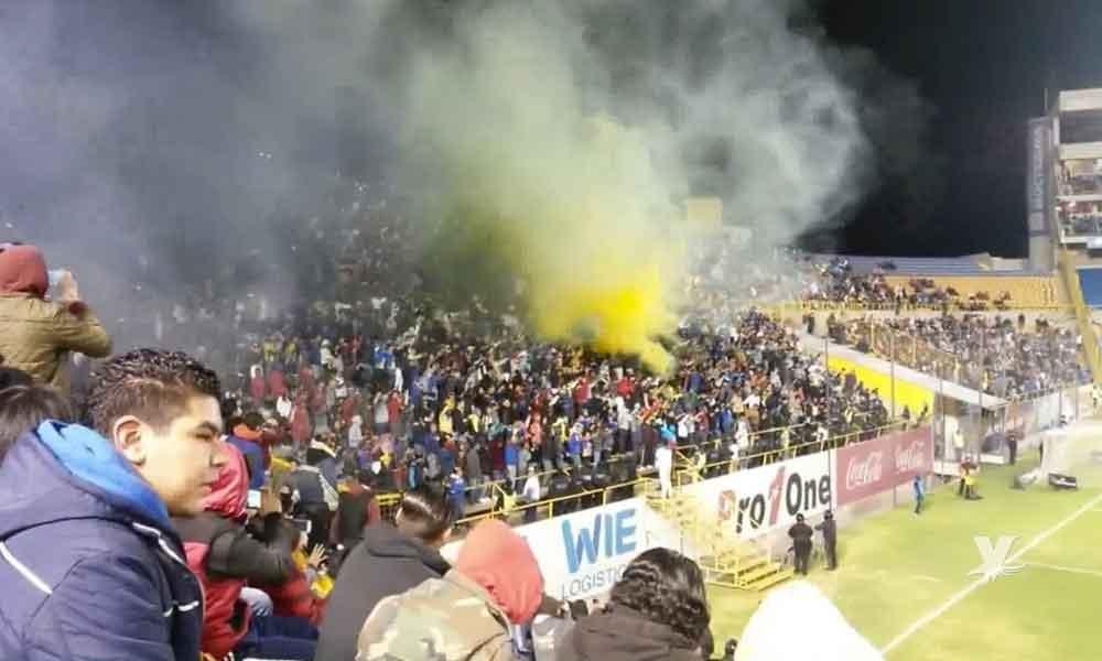 (VIDEO) Porra de San Luis lanza gritos racistas en contra de jugador de los Xolos