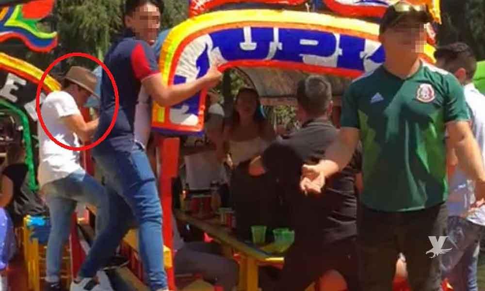 (VIDEO) Momento exacto en que autoridades sacan el cuerpo del joven ahogado en Xochimilco