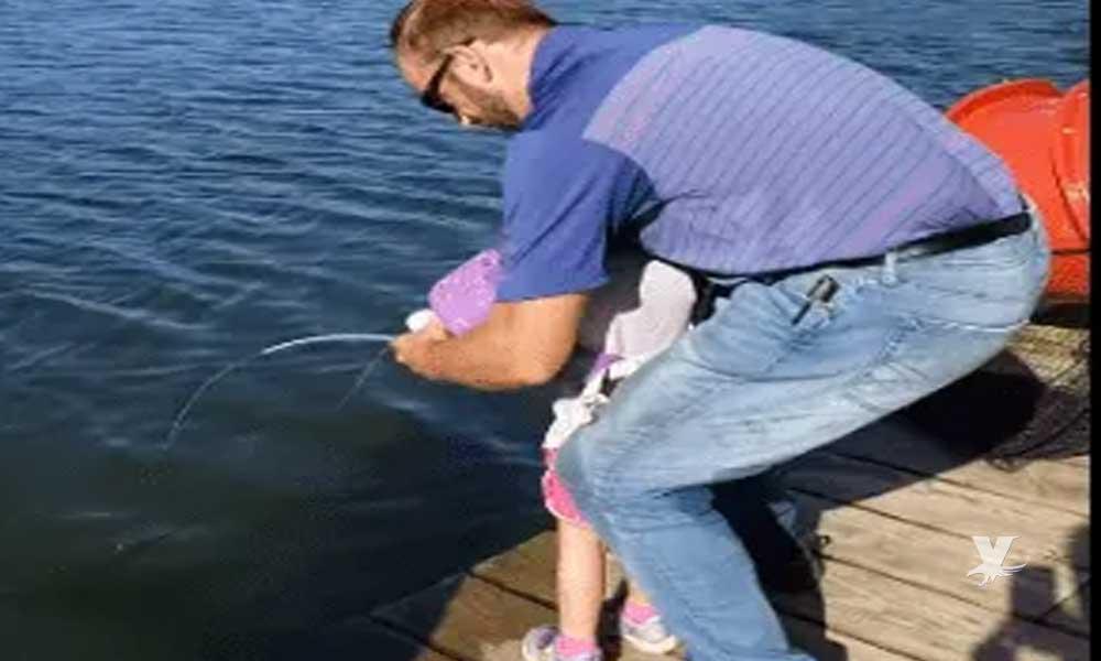 "(VIDEO) Niña de 4 años saca enorme pez con su caña de ""Frozen"""
