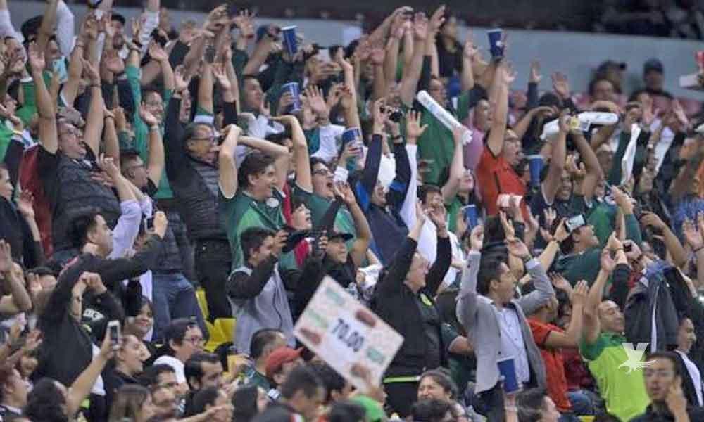 Sacaron a 30 aficionados del estadio Azteca por gritos discriminatorios