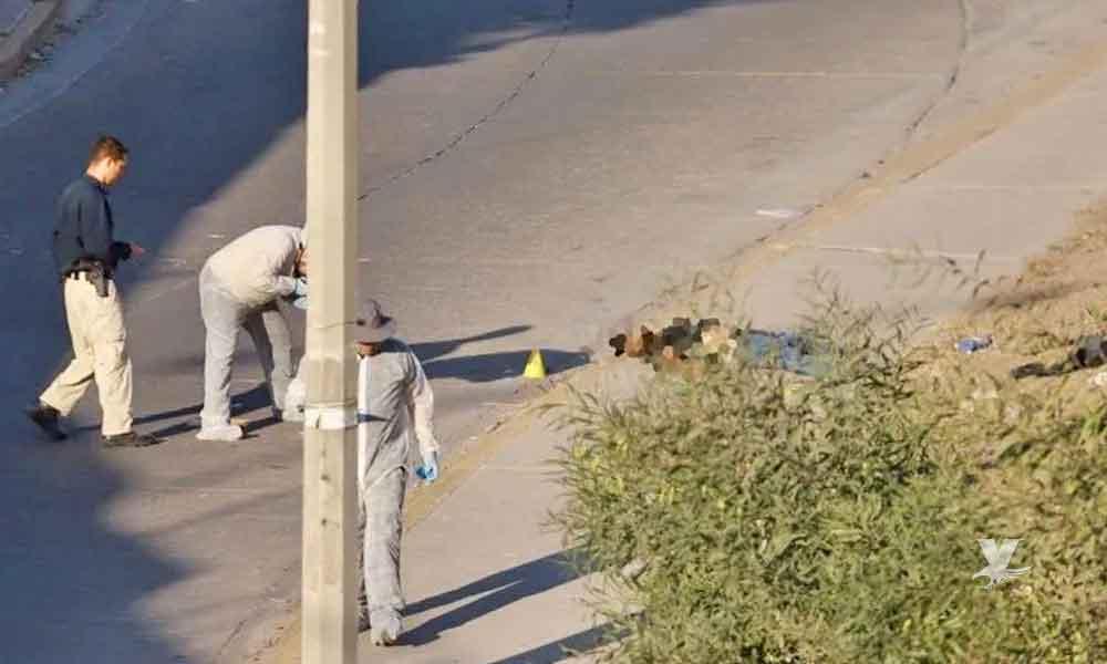 Ejecutado es arrojado desde un vehículo sobre la vía pública en Tijuana