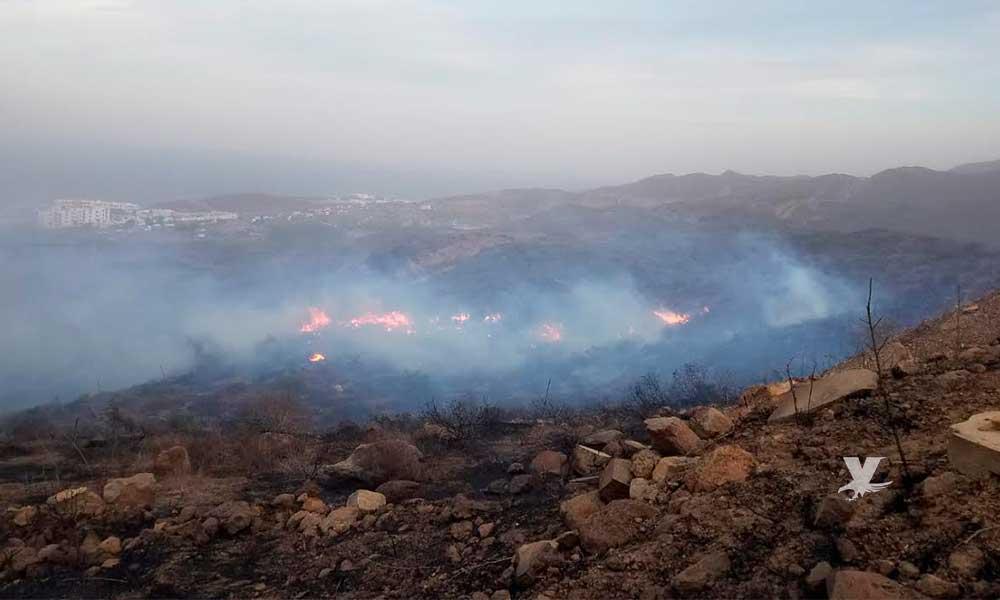 Mantienen controlado incendio alrededor de 200 personas en Playas de Rosarito