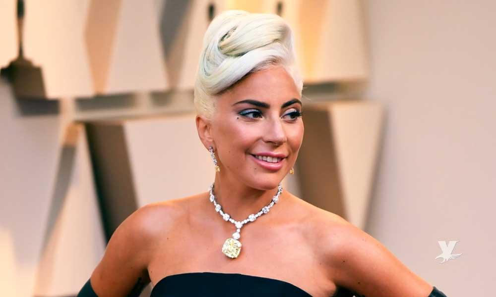 (VIDEO) Lady Gaga cae aparatosamente de escenario por culpa de uno de sus fanáticos