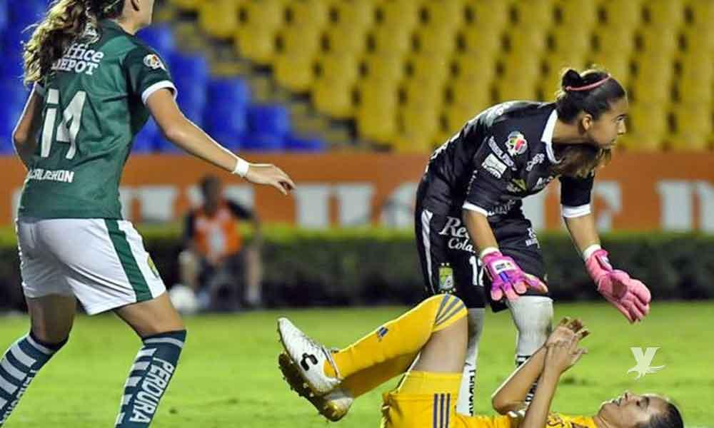 (VIDEO) Jugadora de Tigres finge lesión para distraer a la portera y que sus compañeras metan el gol