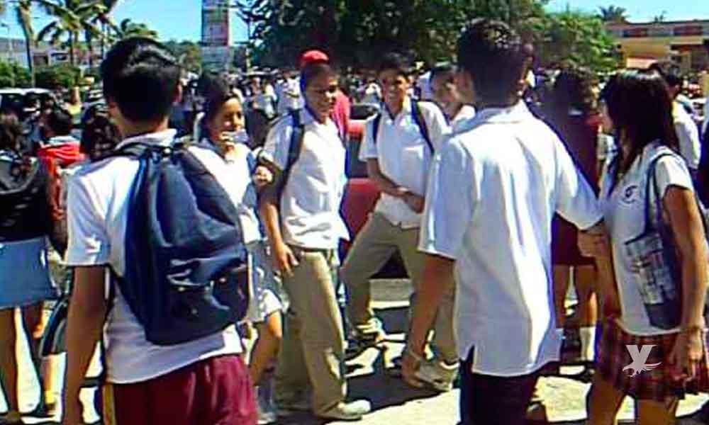 Muere estudiante después de recibir una patada durante una pelea en la escuela