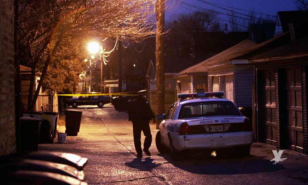 Oficial le dispara en su casa a su hijo al confundirlo con un ladrón