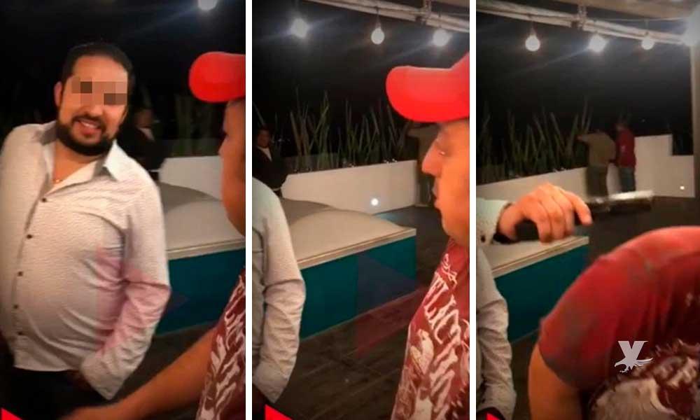 (VIDEO) Regidor encañona a un ciudadano mientras ambos platican