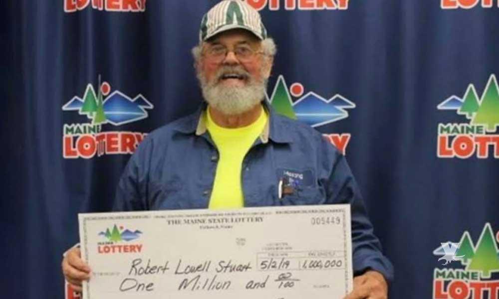 Hombre gana la lotería dos veces, regala el dinero a sus hijos y vive sin lujos