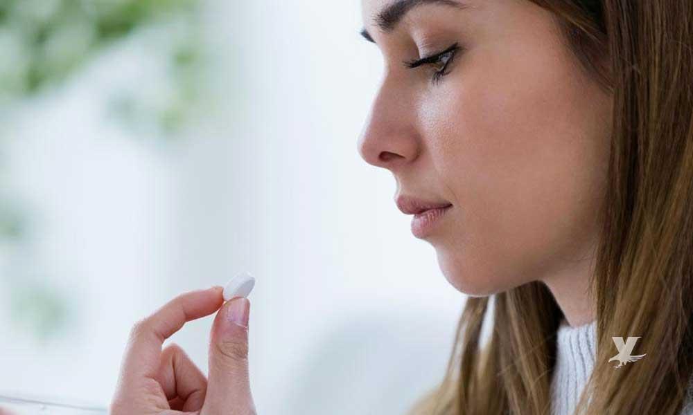 ¿Tomas pastillas sin agua? Podrías sufrir graves daños de salud