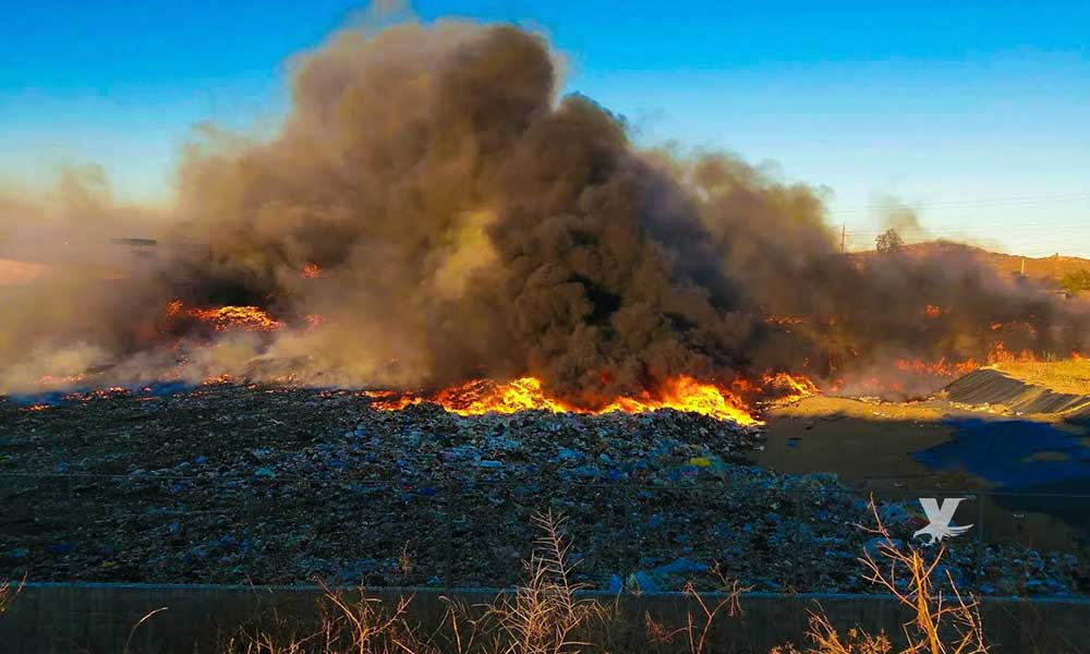 Incendio fuera de control en Relleno Sanitario de Tecate