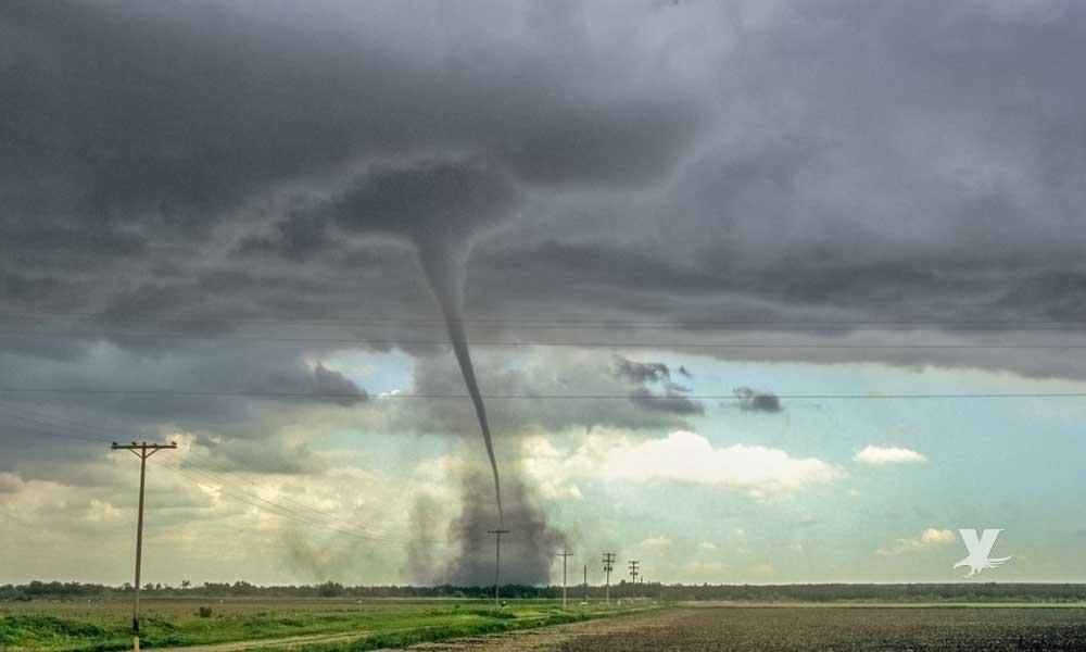 Tornado azota Dallas dejando miles de personas sin electricidad y miles de dólares en daños