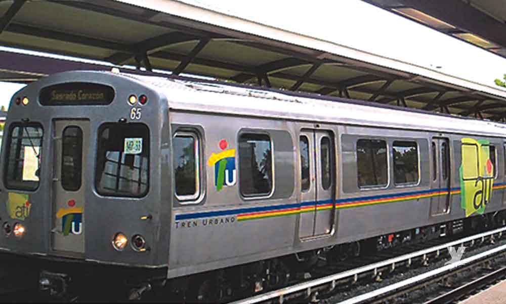Jóvenes son obligados a saltar de tren en movimiento por subir sin pagar el boleto, uno murió