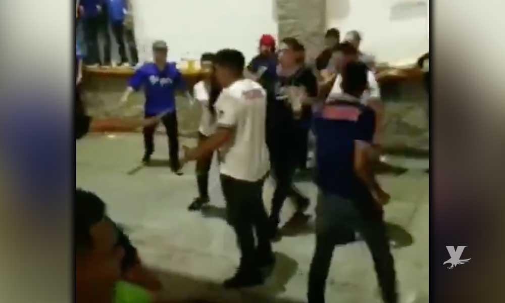 (VIDEO) Aficionados de Yaquis y Charros se enfrentan a golpes afuera de estadio de la LMP