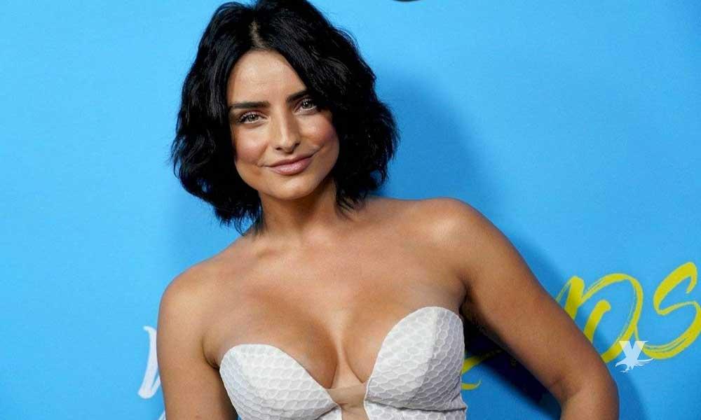 (VIDEO) Aislinn Derbez es regañada por su papá por aparecer desnuda en 'La Casa de las Flores'