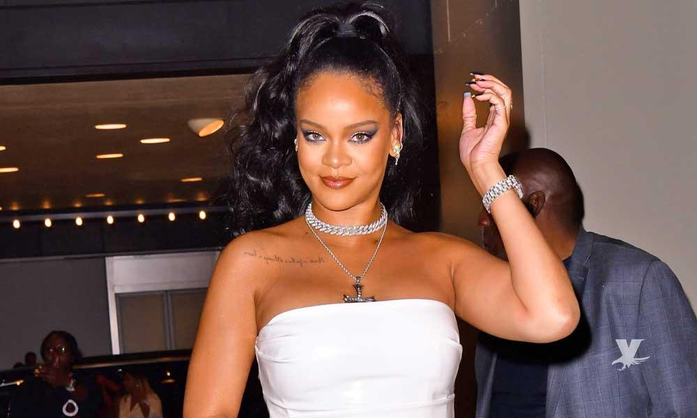 (VIDEO) Rihanna enamora a sus seguidores con bikini transparente