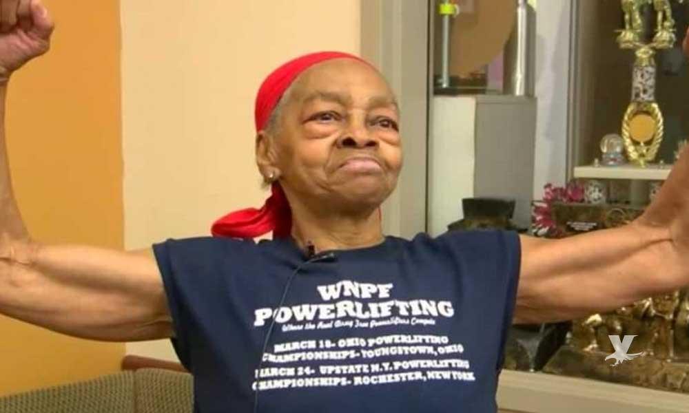(VIDEO) Mujer de 82 años de edad golpea a ladrón que ingresó con mentiras a su hogar