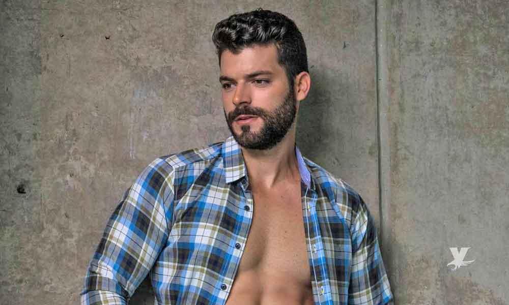 (FOTO) Adrián DiMonte es criticado por mostrar fotografía sin prenda alguna