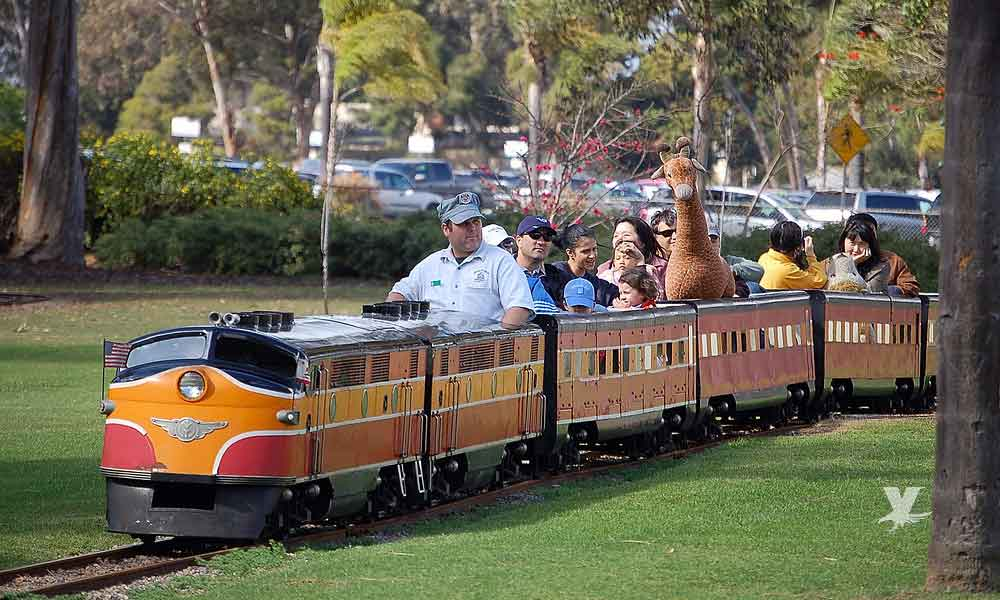 Balboa Park tiene paseos en tren miniatura los fines de semana