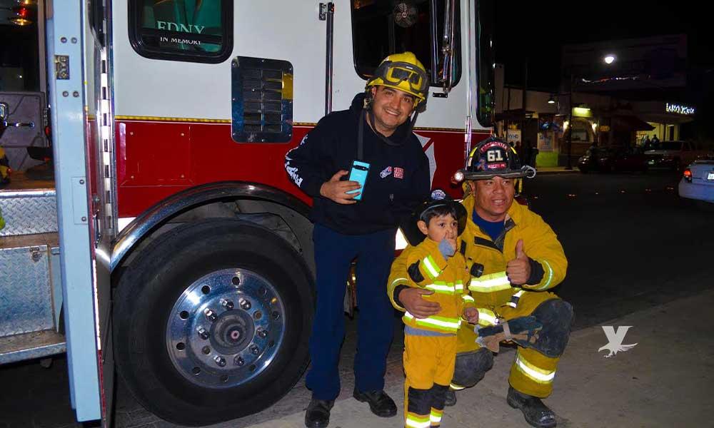 Niño se viste de Bombero en Halloween y se lleva una grata sorpresa, en Tecate