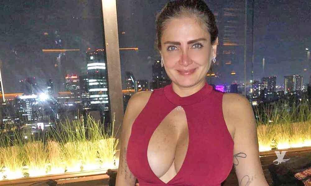 (FOTO) Celia Lora publica serie de fotografías con blusa mojada y transparente, dejando poco a la imaginación