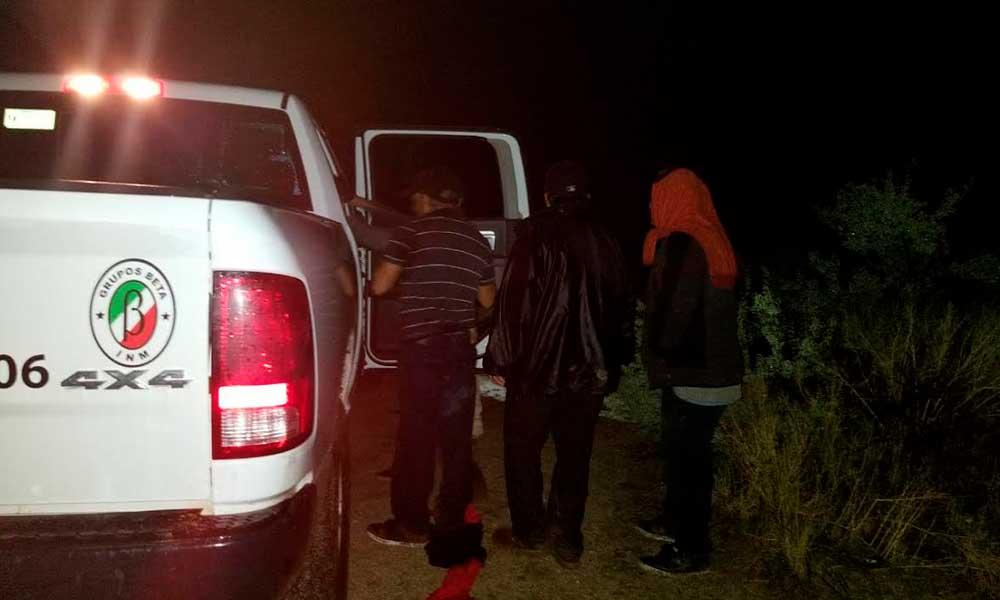 Rescatan a cuatro migrantes en cerro Las Zorras en Tecate