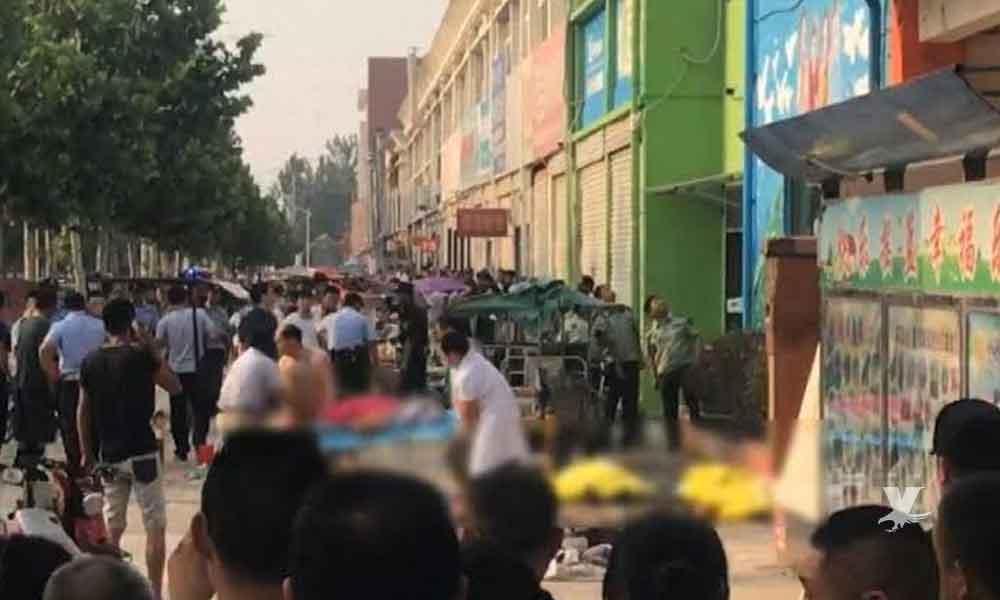 Hombre arroja bomba química al interior de una guardería, hay 51 niños heridos