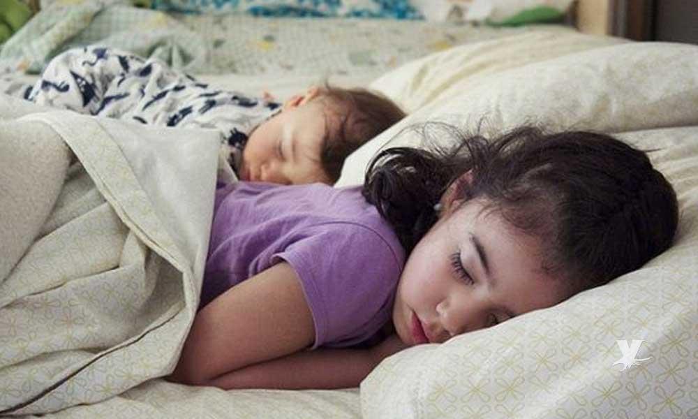 Niños que duermen temprano tienen mejor salud mental