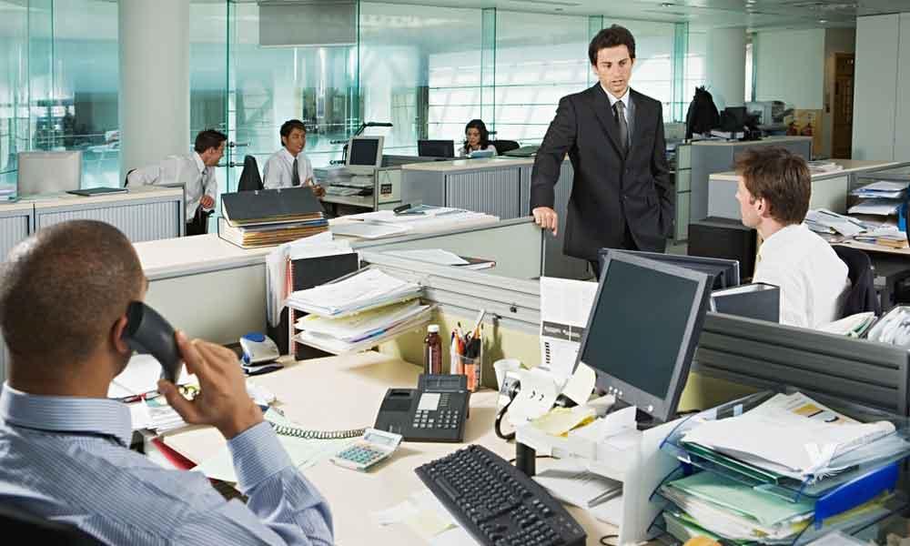 ¿Cómo daña a la salud trabajar 8 horas diarias en una oficina?