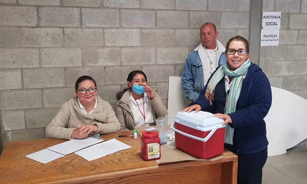Se benefician 30 con vacunación gratuita contra la influenza, tétanos y neumococos en Tecate