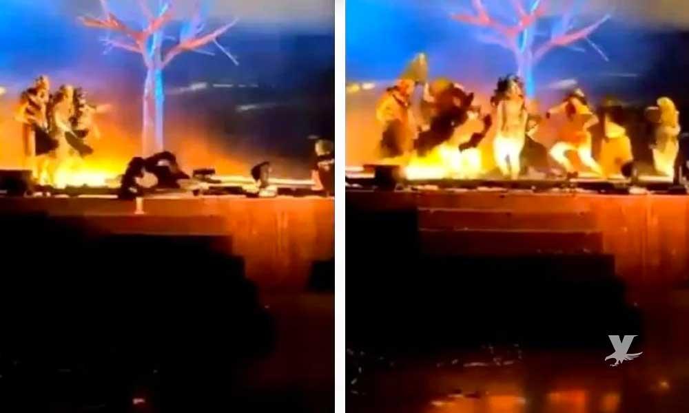 (VIDEO) Hombre ataca con un cuchillo a actores durante una obra de teatro
